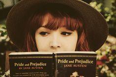 """Este texto fue inspirado en """"Sal con una chica que lee"""" de Rosemarie Urquico. Lo podéis encontrar..."""