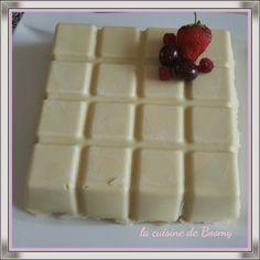 À l'occasion d'un repas de famille je cherchais un gâteau à faire et une personne m'a conseillé ce fraisier revisité du blog le journal de Cécile . J'ai été très satisfaite par ce dessert pour le moule tablette de chez Guy Demarle qui a fait l'unanimité...