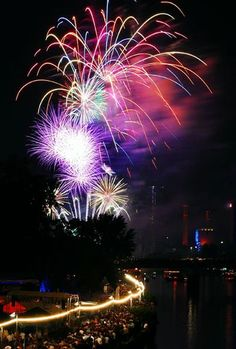 fireworks-at-museumsuferfest-germany