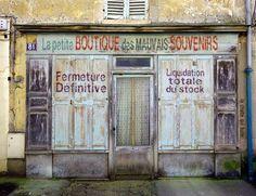 Rives et dérives d'une coccinelle ! La Petite Boutique, Boutique Shop, Vintage Cafe, Vintage Shops, Boutiques, The Sky Is Everywhere, City Magazine, Shop Facade, Shop Fronts