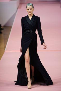 Que luxo esse vestido de gala em alfaiataria! Amei. Queria ver alguém com ele no Oscar!    Alexis Mabille | Paris | Verão 2013 HC