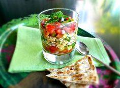 syntagi tabbouleh: salata me pligouri kai aromatismena lahanika