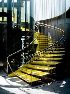 metall schwebende treppe gelb gestalten