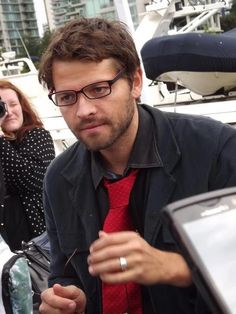 So I guess Misha Collins wears contacts? Hmm...I didn't know that... Btw: Can't hide those good looks behind those glasses, Sir...