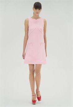 VB Spring Summer 2012 / Uno de los diseños más dulces es este vestido sin mangas en color rosa pálido con discretos bolsillos.