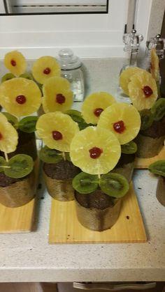 Tu-Bishvat ideas Pineapple Flowers, Fruit Flowers, Fruit Trees, Preschool Food, Preschool Crafts, Art For Kids, Crafts For Kids, Jewish Celebrations, Tree Crafts
