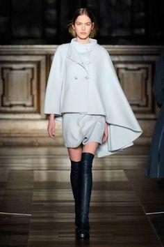 Mila Schon Fall-Winter 2015-16 Womenswear Collection - Mila Schon presenta la nuova collezione Autunno-Inverno 2015-16, prendendo come concept i paesaggi naturali che compongono il mondo - Read full story here: http://www.fashiontimes.it/2015/03/mila-schon-fall-winter-2015-16-womenswear-collection/