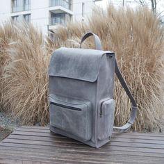 Handgefertigter Leder-Rucksack Grau von Backpacks4Friends auf Etsy