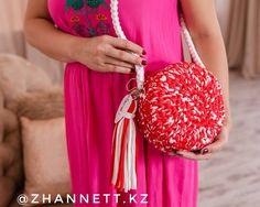 23 отметок «Нравится», 1 комментариев — ВЯЗАНЫЕ СУМКИКАЗАХСТАН (@zhannett.kz) в Instagram: «Лучшие сумочки ручной работы для вас. Барокко 5000 тг. Размер 20 см, длинная ручка, подкладка…»