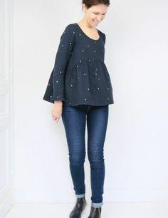 patron de couture Blouse Virevolte en double gaze stardust Atelier Brunette, version blouse manches longues, vue en pied en mouvement