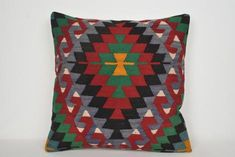Kissenbezüge im Kelim-Stil Rustic Knit Society Floor Kilim Fabric, Kilim Cushions, Aztec Pillows, Throw Pillows, Oversized Floor Pillows, Cushion Covers Online, Hallway Carpet Runners, Rustic Bedding, Hand Weaving