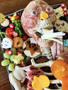 Halloween Apps, Scary Halloween Food, Scary Food, Halloween Movie Night, Halloween Wood Crafts, Halloween Circus, Halloween Dinner, Halloween Food For Party, Halloween Trick Or Treat