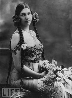 Outlaw Perfume- Mata Hari by Dawn Spencer Hurwitz   The Non-Blonde