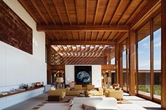 "from ""Contemporary Houses"" by Taschen - Love the space...hate the furnishings."
