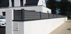 Find through this article our advice to delineate a Boreal aluminum pole, to begin (or finish) aesthetically your composite fence when it is against a wall. Tor Design, Fence Design, Modern Landscaping, Backyard Landscaping, Balcony Grill, Front Garden Landscape, Cool Landscapes, Garden Gates, Back Gardens
