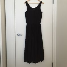 Banana Republic Maxi Dress Never worn. Drawstring waist. Fully lined under the skirt part. 100% polyester approx 16.5 across chest and about 54 from shoulder to bottom hem Banana Republic Dresses Maxi