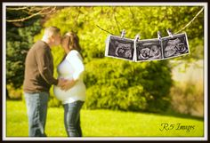 Maternity, baby, ultrasound picture, portrait photography by R5 Images