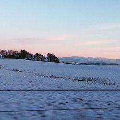 Snowy Sunday Sunset! Snowing again today with a bit of clear sky later - love looking over the countryside when everything is snowy and still! #tirdhaimh #luxuryscottishdesign #snowysunset #snowysunday #snow #lifeinthecountry #bluesandpinks #scottishscents #digitalprint #inspirationeverywhere #sundayvibes #brrrrrr #scotland #scotlandsbeauty #winterevenings