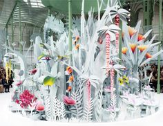 These mechanical paper flowers at the Chanel Spring '15Couture showtook 6  months to create. This surprises me not in the least. I love the stark grey  with blushes of colour - the forms remind me of Matisse cut-outs, Henri  Rousseau's jungles andLucy Cousins' illustrations. HF. x