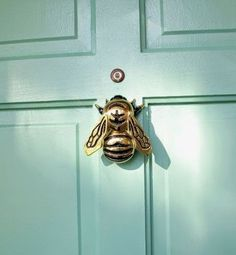 Home Decoration Ideas For Ganpati bumble bee door knocker.Home Decoration Ideas For Ganpati bumble bee door knocker Door Knobs And Knockers, Brass Door Knocker, Antique Door Knobs, Joss Y Main, Bees Knees, Knock Knock, Home Accessories, Door Handles, House Design