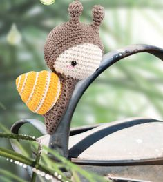 """A Snail hatches from one of the eggs. """"I'm all grown up already,"""" he says, """"I don't want to wait for anyone."""" """"There's no time to lose,"""" he continues. """"I need to start living my life."""" So, the snail packs his rucksack and heads off straight away. #amigurumi #lalylala"""