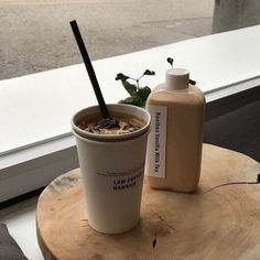 coffee milk tea ice drink aesthetic yummy delicious looking mouthwatering soft minimalistic korean cute kawaii g e o r g i a n a : m u n c h & s l u r p Cream Aesthetic, Aesthetic Coffee, Brown Aesthetic, Aesthetic Food, Iced Coffee, Coffee Drinks, Coffee Shop, Coffee Milk, Coffee Creamer