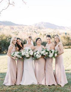 Elegant Colorado Fall Wedding with a stunning floral arch | Colorado Real Weddings