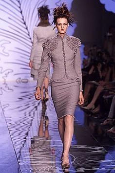 Valentino Fall 2001 Couture Fashion Show - Valentino Garavani, Jacquetta Wheeler (Viva)