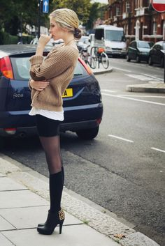 Raggamuffin-Selah Sue (by Maddison Rothery) Look Fashion, Womens Fashion, Fashion Trends, Fashion Tag, Street Fashion, Fall Fashion, Fashion Tights, Sweater Fashion, Dress Fashion