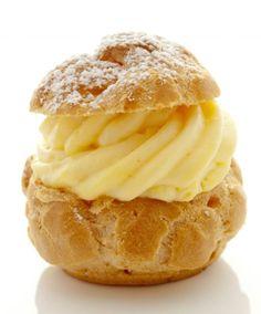 recette choux a la creme - Tasties Foods Desserts Français, French Desserts, Dessert Sauces, Dessert Catering, Eclairs, Profiteroles, Alain Ducasse, Patisserie Design, Hazelnut Meringue