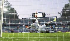 Partidos de fútbol de una hora y penaltis por cederla al portero | Deportes | EL PAÍS http://deportes.elpais.com/deportes/2017/06/19/actualidad/1497884465_355431.html#?ref=rss&format=simple&link=link