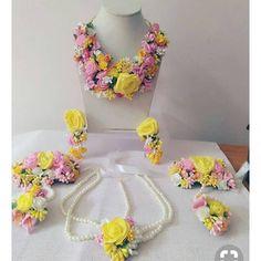 ideas for baby decor diy tassel garland Flower Jewellery For Mehndi, Flower Jewelry, Diy Tassel Garland, Tassels, Indian Wedding Jewelry, Diy Wedding Jewellery, Flower Ornaments, Bridal Flowers, Hair Flowers