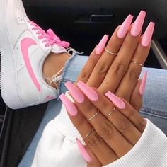 The pink nail art design can highlight the soft and sweet temperament of women.Pink nail art designs can be used in almost all occasions, not unassuming, but without losing grace. Matte Pink Nails, Pink Nail Art, Summer Acrylic Nails, Yellow Nails, Gel Nails, Nail Polish, Summer Nails, Pink Manicure, Pastel Nails