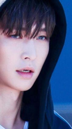 His skin is porcelain! - His skin is porcelain! Chanyeol, Exo Kai, Kyungsoo, Lay Exo, Yixing Exo, Exo Album, Exo Ot12, Exo Members, Yugyeom