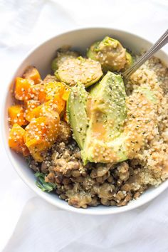 AMAZING and easy quinoa buddha bowls will make you feel all cozy with roasted veggies and creamy avocado -- topped with tahini and hemp seeds!