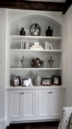 Traditional Family Room Built In Bookcase Design, Pictures, Remodel, Decor and Ideas - page 8 Living Room Built Ins, Living Room Shelves, Home Living Room, Living Room Decor, Living Room Built In Cabinets, Alcove Ideas Living Room, Room Ideas, Dining Room, Apartment Living