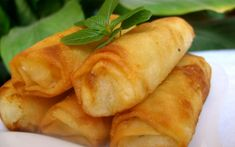 Ontdek hoe men Briouats met aardappelen en mozzarella maakt  en vind honderden recepten van Marokkaanse gerechten
