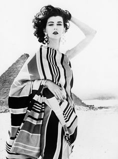 1950s vintage fashion Dovima by Richard Avedon | Great Pyramids of Giza, Egypt, 1951