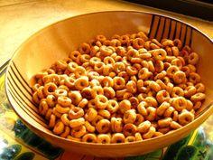 Healthy Roasted Cheerios - Don't use Splenda! sweetener is not healthy. Recipe Using Cheerios, Cheerios Recipes, Cereal Recipes, Snack Recipes, Cooking Recipes, Dip Recipes, Free Recipes, Healthy Vegan Snacks