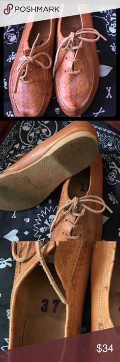Lovely women's size 37 leather shoes Lovely women's size 37 leather lace up oxford shoes, gently used and in great shape. Pointed toe and beautiful detail. Shoes Flats & Loafers