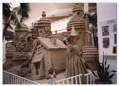 Wizard of Oz sand sculpture Snow Sculptures, Sculpture Art, Wizard Of Oz Quotes, Wizard Of Oz 1939, Oz Movie, Topeka Kansas, Ice Art, Land Of Oz, Amazing Art