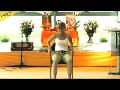 Eine wunderschöne Yogastunde im Stehen - für Zwischendurch, auch im Büro, oder in der Natur. http://mein.yoga-vidya.de/video/business-yoga-im-stehen-yogastunde-mit-claudia-bauer