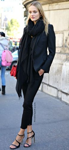 all black outfit with scarf, fashion clothes, black scarf, paris chic, city chic