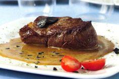solomillo-de-ternera-en-salsa-de-trufas Tasty Dishes, Steak, Beef, Recipes, Spain, Food, Popular, Kitchen, Gastronomia