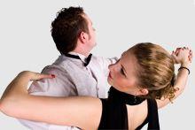 Zawiera podstawowe informacje o tańcach towarzyskich