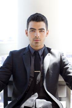 Hoje a gente canta parabéns pro LINDO @Joe Jonas! #happybday    http://atrevida.uol.com.br/moda/ta-na-moda/estilo-jennifer-lawrence-veja-fotos-e-copie-os-looks-da-heroina-de-jogos-vorazes/4444