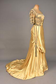 "ephemeral-elegance: "" Rhinestone Embellished Satin Evening Gown, ca. House of Worth "" 1900s Fashion, Edwardian Fashion, Vintage Fashion, Gothic Fashion, Steampunk Fashion, Vintage Beauty, Steampunk Clothing, Vestidos Vintage, Vintage Gowns"