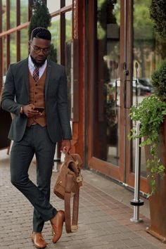 clothes for men Stylish Mens Outfits, Casual Outfits, Men Casual, Swag Outfits, Mens Tailored Suits, Mens Suits, Black Men Street Fashion, Dark Skin Men, Fitted Suit