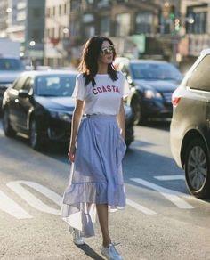 Cool 49 Best Modest Summer Outfits Ideas That Looks Cool Look Fashion, Skirt Fashion, Fashion Models, Fashion Outfits, Fashion Trends, Womens Fashion, Sneakers Fashion, Fashion Inspiration, Feminine Fashion