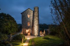 featured posts image for Century engine house becomes rough-luxe retreat in Cornwall Romantic Cottage, Shabby Cottage, Cottage Style, Cottage Design, House Design, Cornwall, Sunken Hot Tub, Engine House, Discount Bedroom Furniture